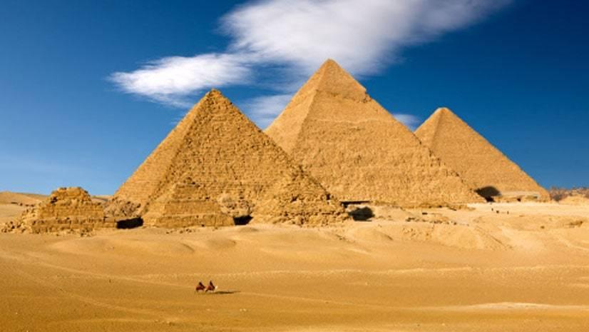 Como os egípcios construíram as pirâmides